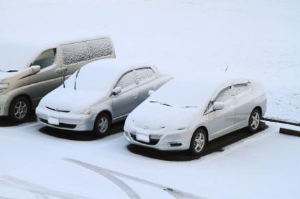 積雪から車を守る