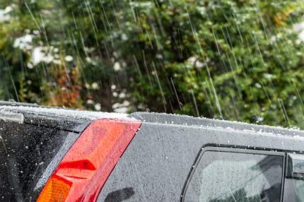 雨風から車や人を守る